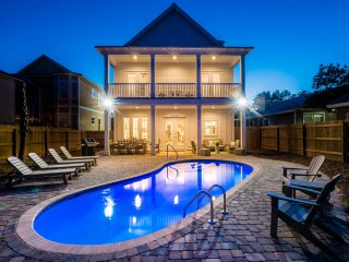 Beautiful, Brand New Home in Destin! Private Pool! 2 Min Walk to the Beach!