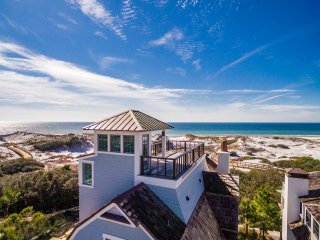 Beachfront WaterSound! Private Pool! Professionally Decorated! Rooftop Views!