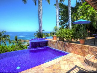 5 br Gorgeous house in Conchas Chinas! great views to the ocean!