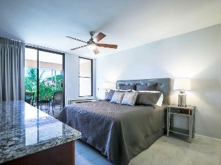 Newly Remodeled, Large Lanai, Ground Floor, 1.5 BR/2 BA, Comfortably Sleeps 5
