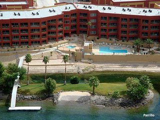 LUXURY RIVERFRONT CONDO 002, LAUGHLIN CASINO VIEWS, 1 KINGS, 2 QUEENS, 2 BATH