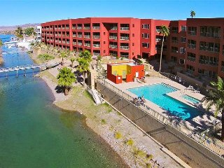 LUXURY RIVERFRONT (CONDO 1J) LAUGHLIN CASINO VIEWS,  3BD/2BA, 1 King, 2 Queen