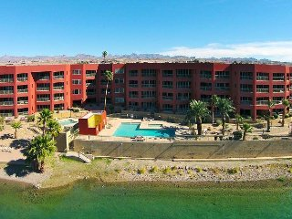 LUXURY RIVERFRONT CONDO 303, LAUGHLIN CASINO VIEWS,  1 King, 2 Double