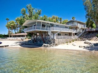 NO WAKE ZONE, PRIVATE BEACH RIVERFRONT 4BD/3BA, King/2 Queens/2 double bunks