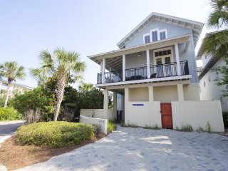 'Fool's Gold' - Newly Renovated! Private Heated Pool! Includes 2 Beach Chairs