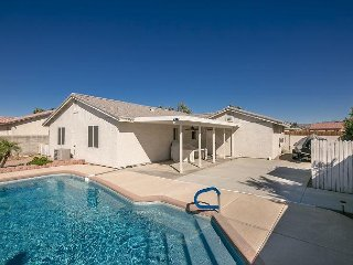 SWIMMING POOL VACATION RENTAL HOME, FORT MOHAVE,  AZ,  3 Queen Beds, 2 Baths