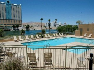 POOL LEVEL LUXURY RIVERFRONT CONDO E,  CASINO VIEWS,  2 KING BES, 1 QUEEN
