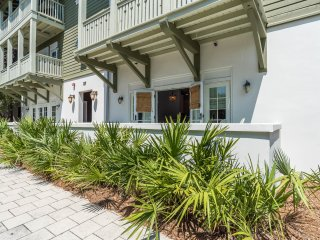 Cozy condo for 8! Bike to the Rosemary Beach Square and the Gulf!