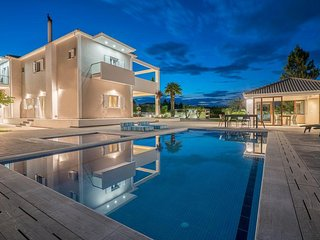 Ostria Luxury 5-Bedroom Villa with Private Pool
