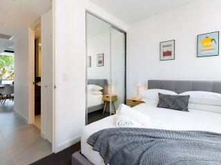 Modern, new 2 bed in the heart of Darling Harbour