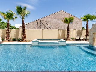 'Trip Around the Sun' - Huge Private Heated Pool! Pool Table! Gulf Views!