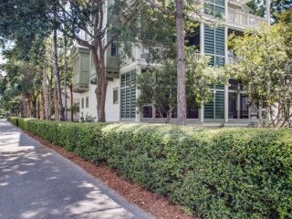 Short Walk to Beach Club! Views of Western Lake! Outdoor Porch Space!