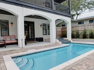 Private Heated Pool & Hot Tub! 8 Adult Bikes. 2 Living Areas. 'Tiger Thyme'