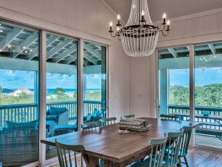 'Sea Glass' 2 Master Suites. Elevator. Gas Grill. Bikes. Treetop Gulf Views!