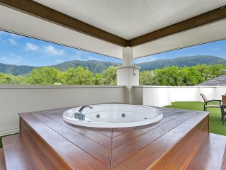 Sea Temple Palm Cove Private Penthouse 422/423