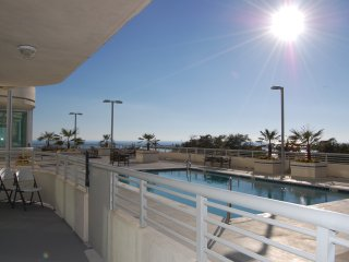 Pool View Condo w/ WiFi, Balcony, Resort Gym & Pool Access