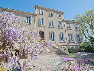 Large Holiday Rental South of France 8-14+ Heated Pool & Near Beaches.