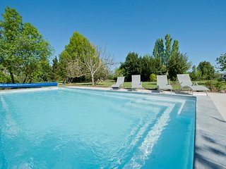 Large Holiday Rental South of France 12-17* Beds, Heated Pool & Near Beaches.