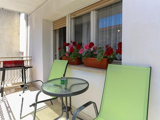 3BR 2 BA APT FOR 8 IDEAL FOR EXPLORING SPLIT AREA