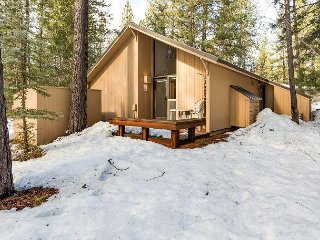 Single Level, 2 BR Home near Fort Rock Park, Dog Loving - Pine Mountain 8