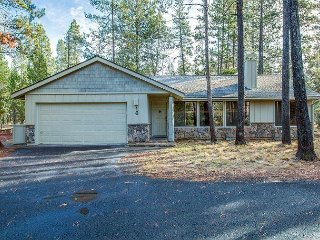 3 BR Home, Short Stroll to Deschutes River & Cardinal Landing Bridge-Loon 16