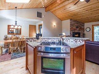 Reverse Living w/ 2 Large Decks, Newly Remodeled,Walk to SHARC-Diamond Peak 4