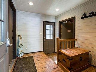 2 Master King Suite Retreat, Dog Loving,New Kitchen Remodel -Diamond Peak 23