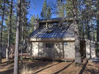 Cute 2 Bdrm Cabin Within Walking Distance to the Village & SHARC-Deer 1