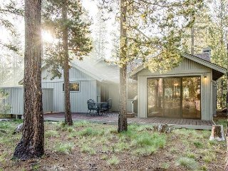 3 bedroom lodge-style home, with ping pong and  hot tub - East Butte 21
