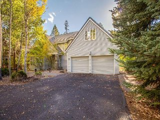 Rare Riverfront, Luxury Mountain Retreat with 3 King Suites - 12 Siskin
