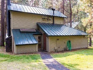 Cozy Cabin in the Woods w/ Complex Pool Access,1 Master Suite -Ranch Cabin 17