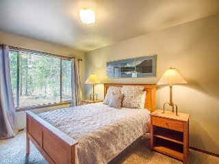 Spacious home with great Sunriver Charm, Walk to Fort Rock Park -7 Alpine