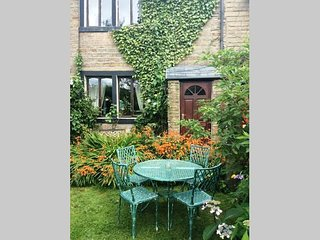 Beautiful Saddleworth  Farm Cottage