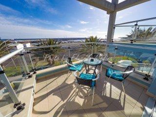 Moderno apartamento con vistas al mar