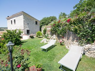 Villa Fontana - Classic Stone Villa with private pool near Tarquinia