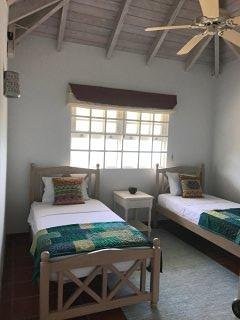2 twin bedroom