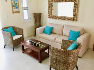 SOL TROPICAL H3, GREAT 2ND FLOOR PENTHOUSE WITH POOL VIEW!