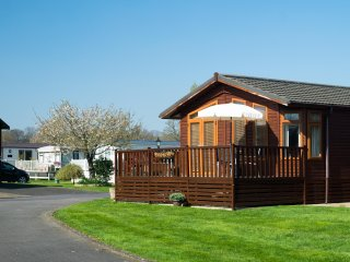 Daisy Lodge - peaceful site on the banks of the river Avon 1 mile from Stratford