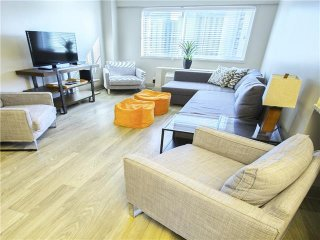 EXCLUSIVE! STUDIO IN THE HEART OF DT! WALK EVERYWHERE! BOOK NOW! 2FF0AZA