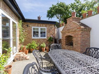 Chance Cottage - Pretty Double Room with Garden Views + Private Shower Room