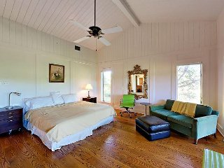 3BR Scenic Lake Austin Home w/ Boat Dock on 200 Acres