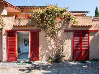 Villa Giolù:Villa Giolù: Corallo Apartment 200 m from the beach across the bay