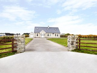 ERRIGAL VIEW, open fire, French doors, river and countryside views, Dungloe, Ref