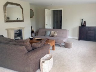 3A TOMLIN HOUSE, sleeps five, pet friendly, beach, open plan, St. Bees, Ref