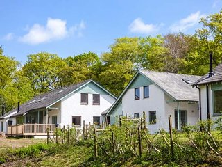 MAPLE, sleeps ten, en-suite, king size, hot tub, Bowness-on-Windermere, Ref