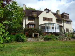 WEST DOWN FARMHOUSE, en-suites, WiFi, pet-friendly, Ref 950095