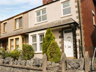 7 HARTLEY STREET, sleeps five, cosy, enclosed garden, Ulverston, Ref 941430
