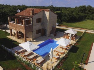 Istrian Villa with Pool for 8 people with a shared Tennis court and a Pool table