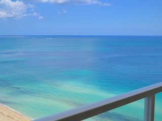 BEAUTIFUL OCEAN VIEWS! LARGE CONDO, MODERN DECOR!