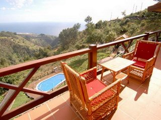 Villa in Gaula, extensive garden, pool and sea view